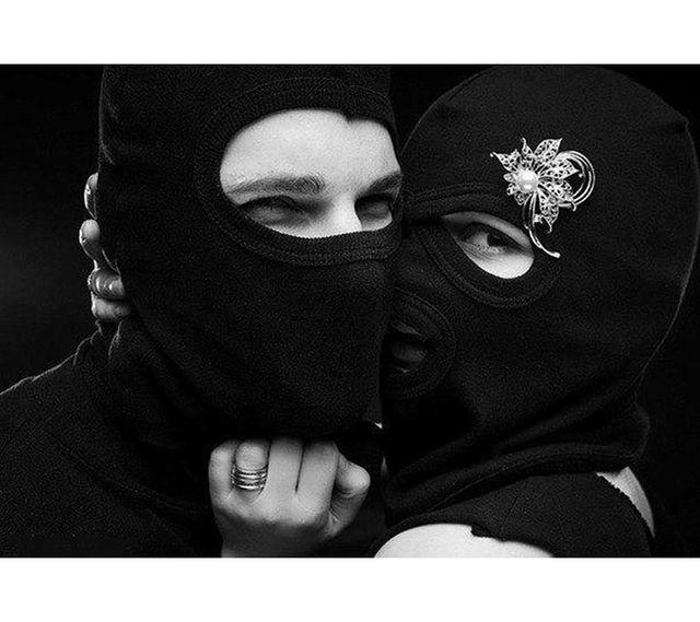 Два вора в масках трахнули девку видео #1